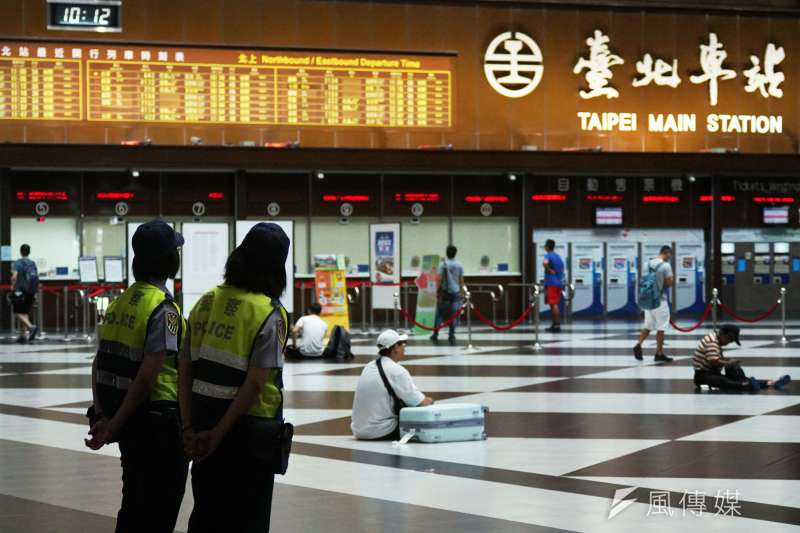 因應武漢肺炎疫情,即日起至4月30日,台北車站一樓大廳禁止民眾群聚、停止租借舉辦活動。(資料照,蘇仲泓攝)