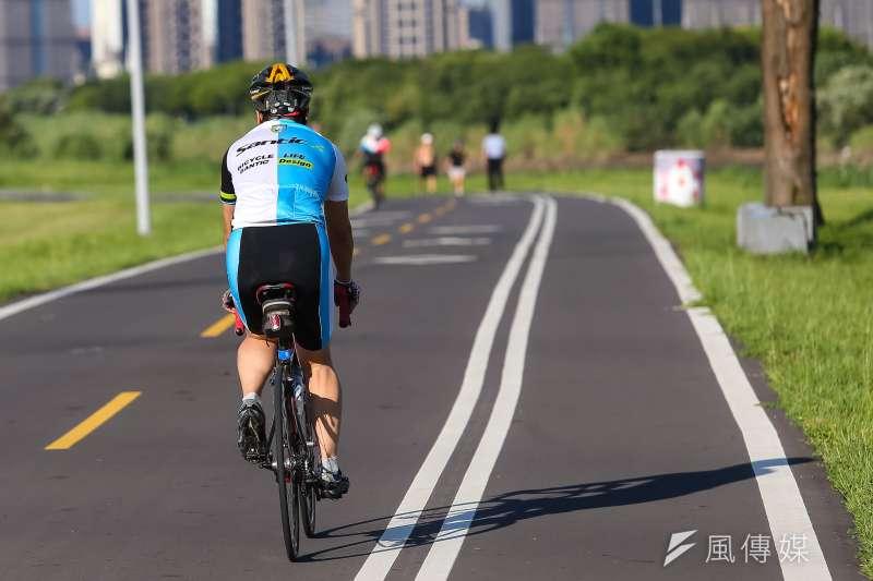 20190831-自行車專題配圖,河濱公園腳踏車道。(顏麟宇攝)