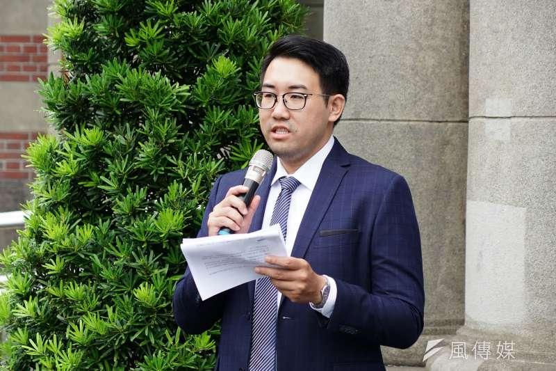 20190904-人權團體舉行「失聯外勞的悲歌」記者會,律師黃昱中發言。(盧逸峰攝)