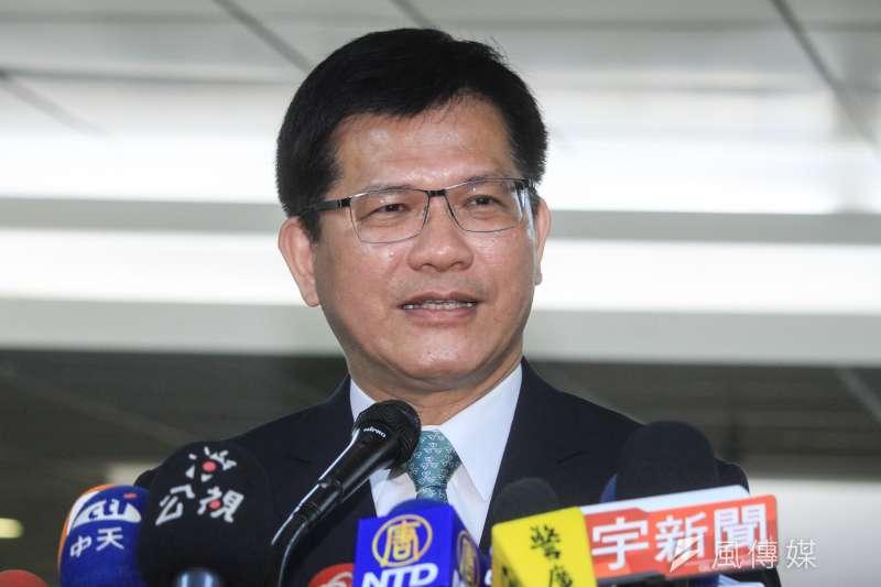 因應中國限縮陸客,交通部長林佳龍6日指出,遊覽車業最快10月1日起,實施1年免徵汽車燃料費。(資料照,蔡親傑攝)