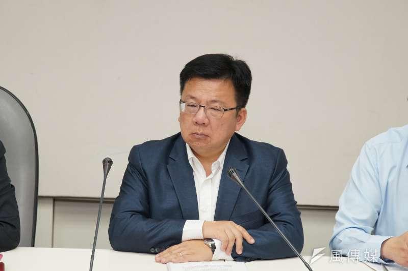 20190905-黃之鋒拜訪民進黨團,立委李俊俋出席。(盧逸峰攝)