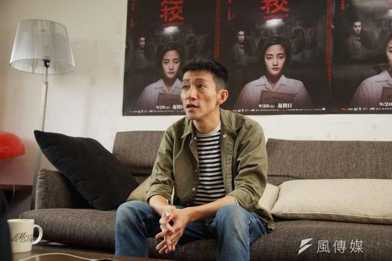 上課畫漫畫、童年離不開電玩,導演徐漢強接受《風傳媒》專訪時表示,其實自己本來想進的是遊戲業。(盧逸峰攝)