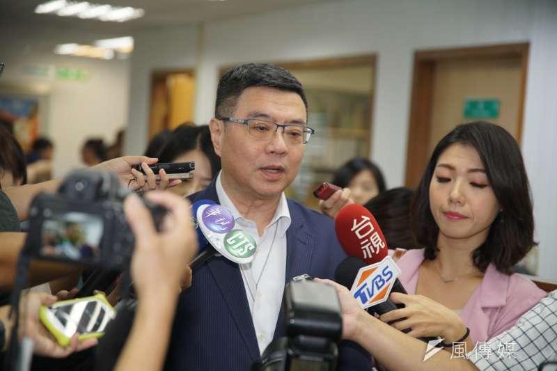 民進黨黨主席卓榮泰回應郭台銘退黨問題。(盧逸峰攝)