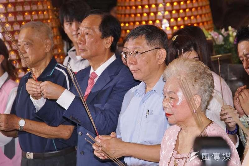 20190911-鴻海集團創辦人郭台銘、台北市長柯文哲參拜新竹城隍廟。(盧逸峰攝)
