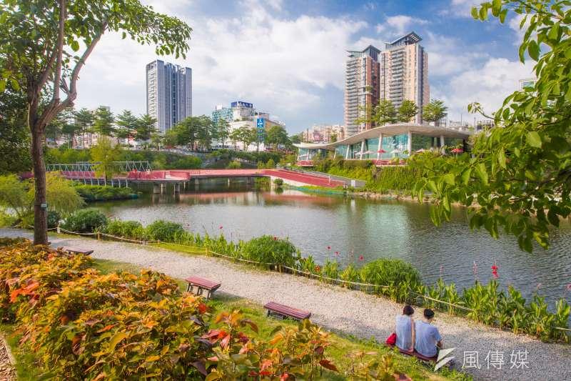 台中市秋紅谷生態公園周邊交通方便,公共設施相當完,吸引許多民眾前往休閒旅遊。(圖/臺中觀光旅遊網)