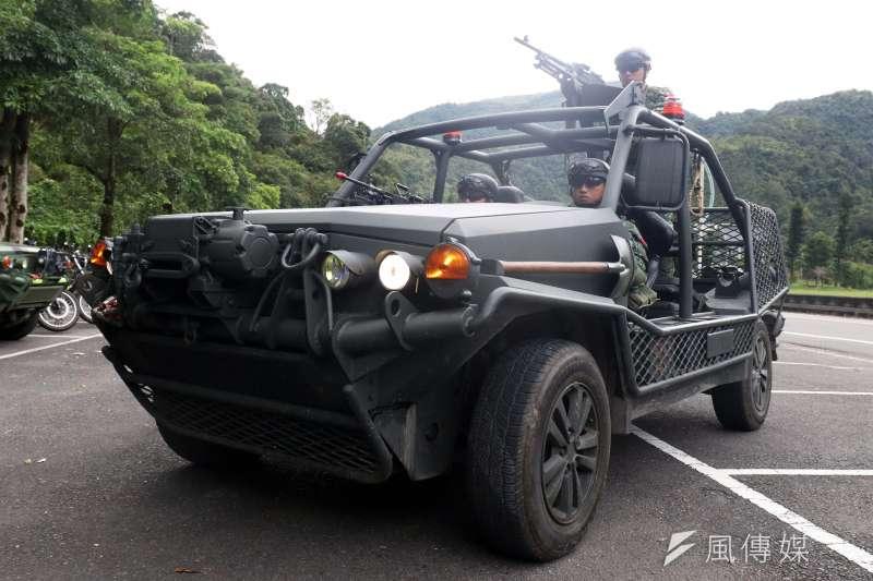 201912-陸軍特指部特5營近日展開總距離550公里的「戰術任務行軍訓練」,而走在隊伍最前頭的「偵察排」是任務遂行順利與否的關鍵角色,以特戰突擊車(圖)、KTR偵搜機車等載具,確保動線順暢。(蘇仲泓攝)