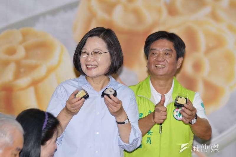 20190912-總統蔡英文、立委吳琪銘參訪「手信坊創意和菓子文化館」。(盧逸峰攝)