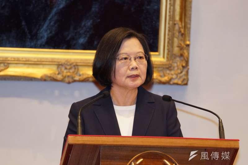 外交部20日宣布與吉里巴斯終止外交關係,總統蔡英文表示,她要代表中華民國台灣堅定地告訴中國,對於一國兩制,「我們的答案只有3個字,就是『不可能』。」(資料照,盧逸峰攝)