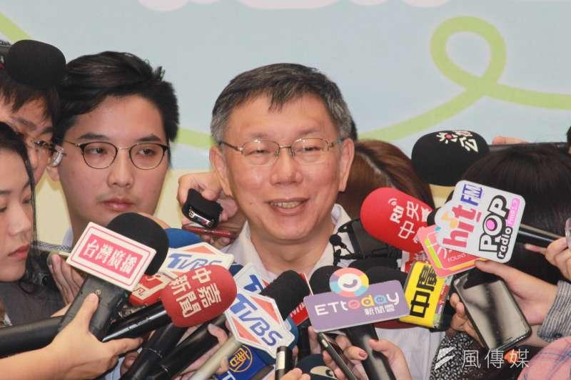 鴻海創辦人郭台銘確定不選總統,台北市長柯文哲則表示,現在要去登記連署已經來不及了。(方炳超攝)
