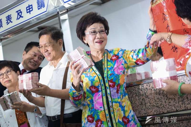 20190917-前副總統呂秀蓮代表喜樂島聯盟至中選會登記總統選舉被連署人。(簡必丞攝)