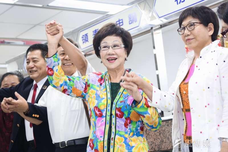 前副總統呂秀蓮代表喜樂島聯盟角逐2020,17日至中選會登記總統選舉被連署人。(簡必丞攝)