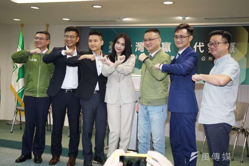 民進黨席卓榮泰率立委參選人出席民進黨立委徵召提名公布記者會。(盧逸峰攝)