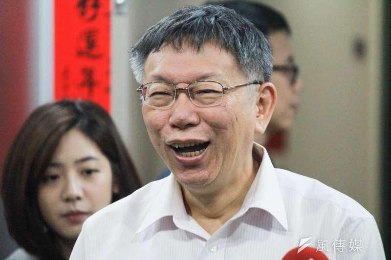 台北市長柯文哲18日上午在市府簡短接受媒體聯訪。(方炳超攝)