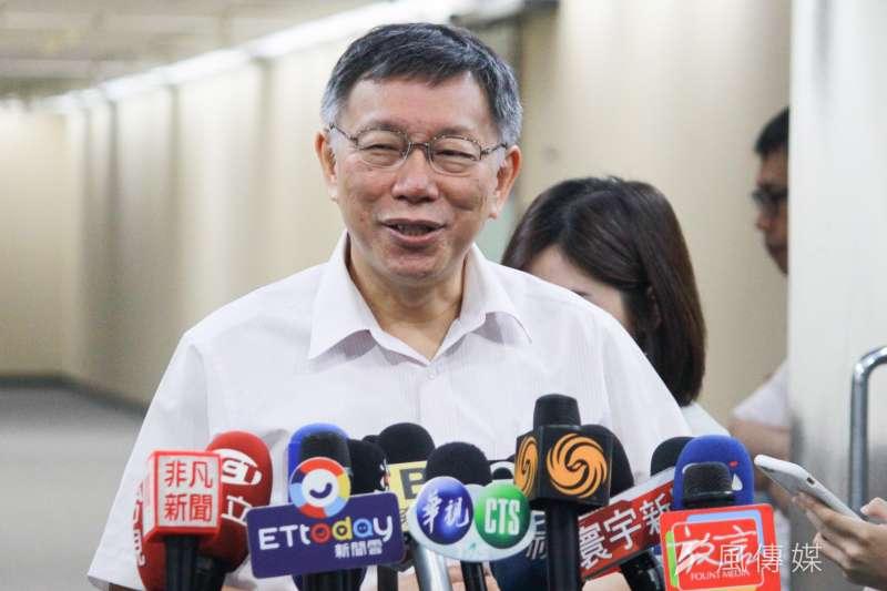 台北市長柯文哲19日受訪時被問到「柯昌配」時表示,「每天都有這種驚悚的消息。」至於意願,柯文哲則說「再講吧」。(方炳超攝)