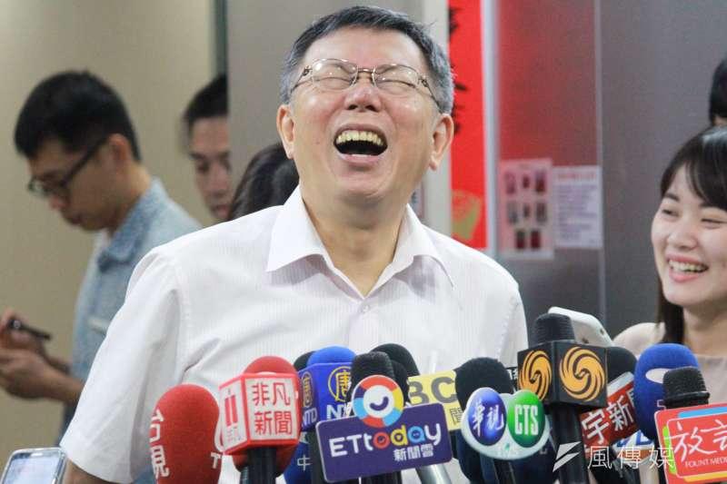台北市長柯文哲19日受訪時表示,柯母何瑞英這麼愛選,「叫她去選新竹市立委算了。」(方炳超攝)