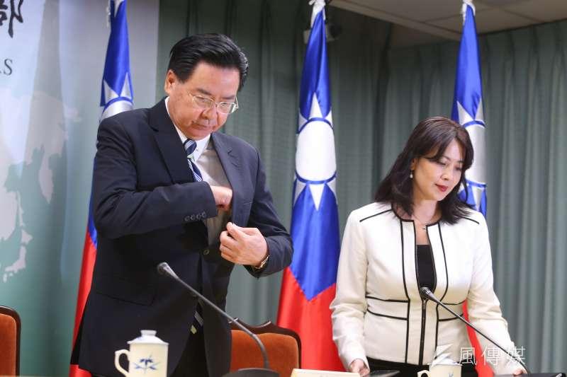 外交部長吳釗燮20日針對吉里巴斯與我國斷交召開記者會說明。(顏麟宇攝)