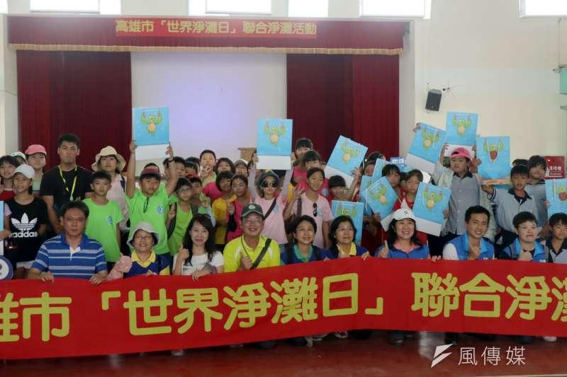 高雄市教育局在國際淨灘日前夕,舉行世界淨灘日教育體驗。(圖/徐炳文攝)