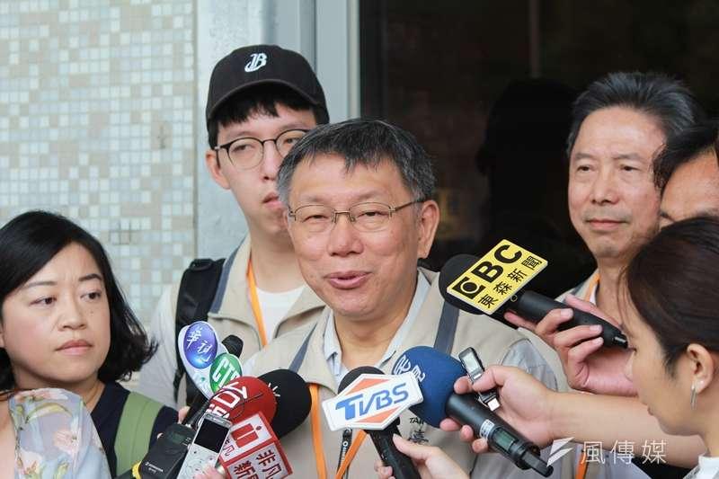台北市長柯文哲21日前往馬祖進行縣市交流,談及20日晚間病逝的台灣獨立建國先驅史明時,他說對方是一個堅持信念的人。(方炳超攝)