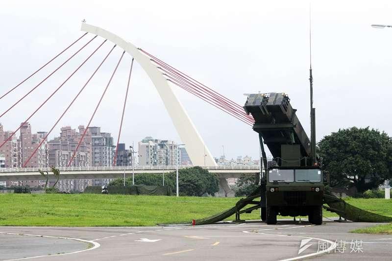 20190924-台灣防空壓力近年與日俱增,特別是對岸頻頻對台實施繞島演訓,「全島都有可能變成攻擊正面」,除了空中兵力建構情況引發關注,防空飛彈部署也值得觀察。圖為今年漢光演習期間,愛國者三型飛彈前推至大佳河濱公園放列。(蘇仲泓攝)