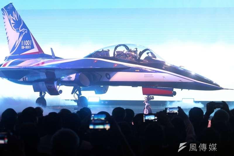 20190924-新式高教機「勇鷹號」24日在台中出廠亮相,軍方規劃明年6月首飛,2026年完成66架量產。「勇鷹號」是以IDF基礎研發,因此外型和IDF幾乎如出一轍,不過官員強調,全機已有80%的更新。(蘇仲泓攝)