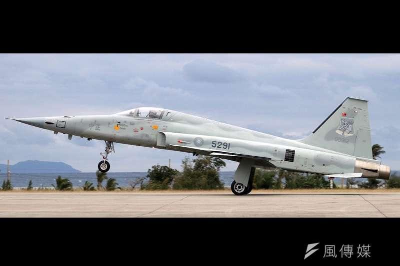 20190924-空軍現仍有一批F-5E/F戰機,平時駐防台東志航基地,在飛行員養成過程中,扮演「部訓機」的角色。未來在新式高教機「勇鷹號」服役後,F-5型機將逐步汰除,退出序列。(蘇仲泓攝)