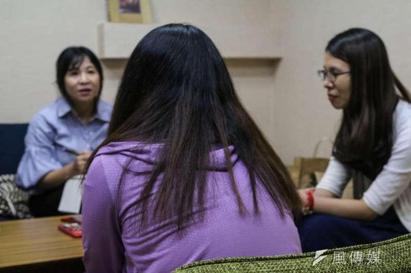 20190924-兒少性剝削專題,阿樂專訪,阿樂高中導師(右)。(顏麟宇攝)