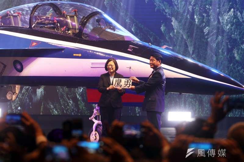 20190924-被視為「國機國造」代表成果之一的新式高級教練機,首架24日上午在台中漢翔沙鹿廠區正式亮相。總統蔡英文親臨主持。(蘇仲泓攝)