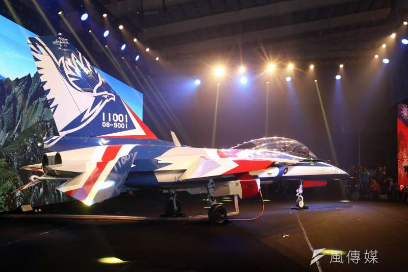 20190924-被視為「國機國造」代表成果之一的新式高級教練機,首架24日上午在台中漢翔沙鹿廠區正式亮相。(蘇仲泓攝)