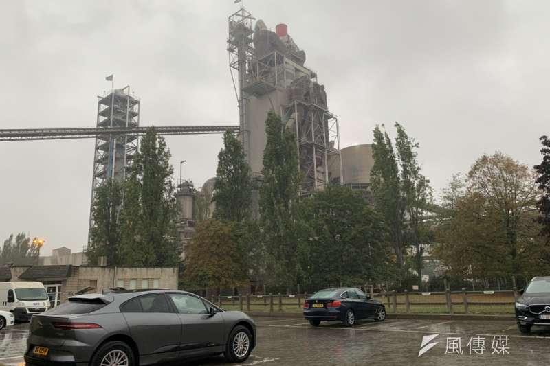 位於德國、比利時交界的海德堡水泥廠,預計2030年前要減排30%,但要深度減排仍需進一步研發自製程中分離二氧化碳的技術。(尹俞歡攝)