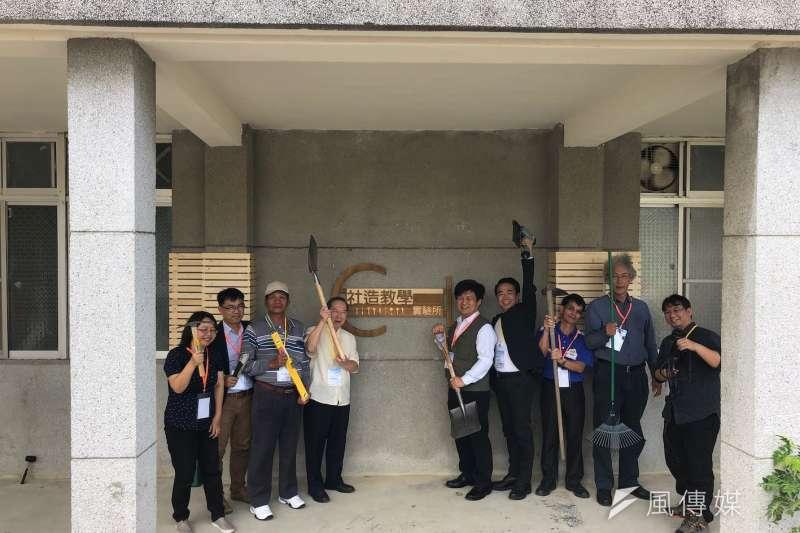 「社區營造教學實驗所」在燕巢等6所區公所代表,以及今年投入社區營造的近百位社。(圖/徐炳文攝)