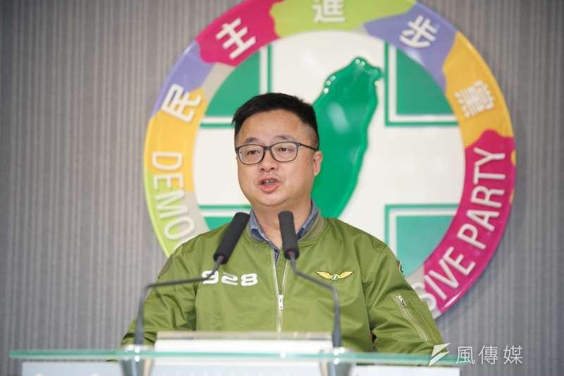 民進黨秘書長羅文嘉繼續砲轟台北市智慧販賣機進校園問題。(盧逸峰攝)