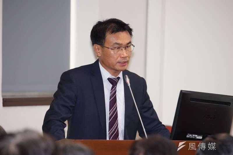農委會主委陳吉仲於立法院表示推動農民年金,預定明年實施。(盧逸峰攝)