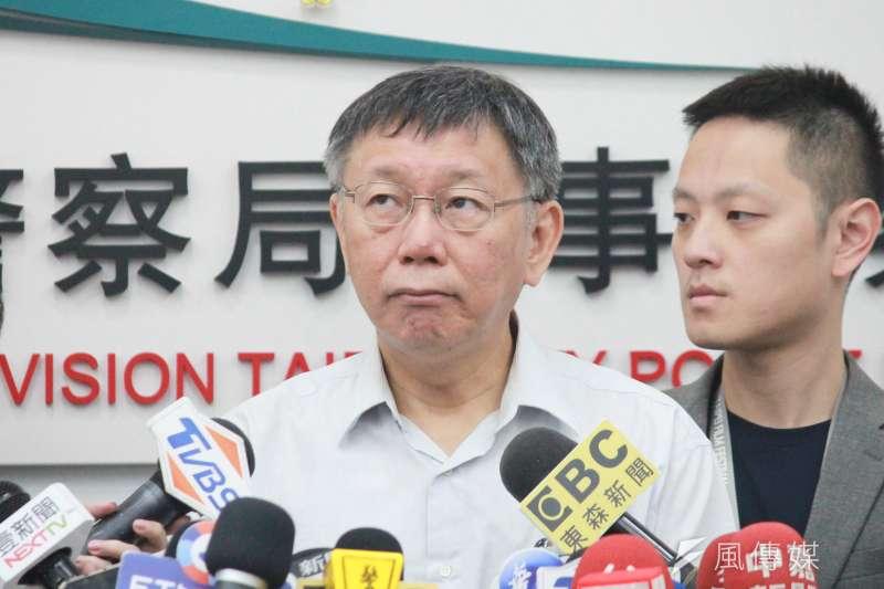 台北市長柯文哲25日上午前往刑警大隊,出席北市警察局破獲跨國走私海洛英毒品集團頒獎典禮。(方炳超攝)