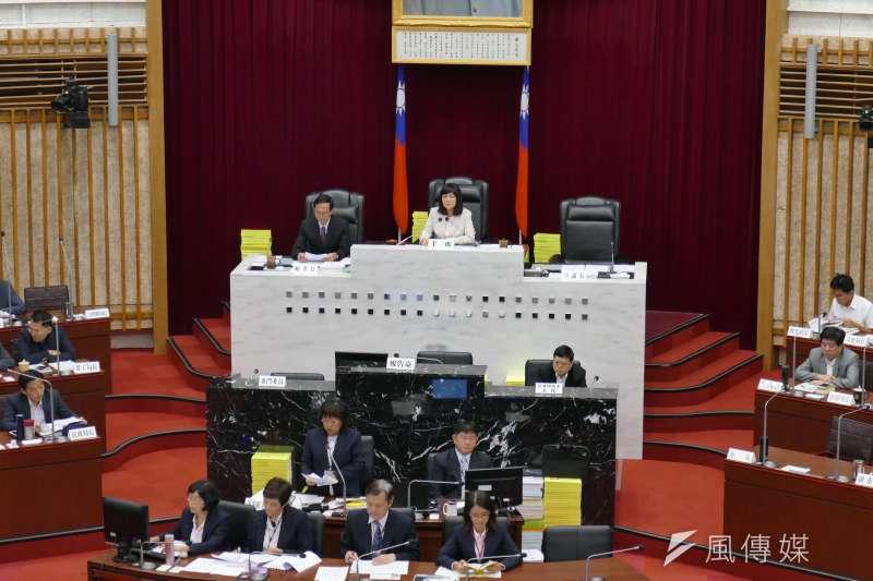 高雄市議會第3屆第2次定期大會開議,議事由副議長陸淑美主持。(圖/徐炳文攝)