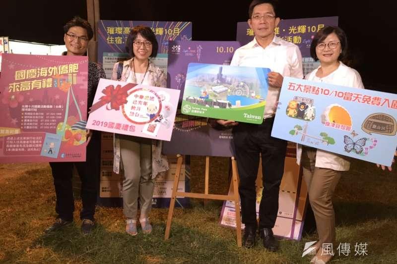 高雄市觀光局主秘高美蘭(左二)捲入韓國瑜夫妻的豪宅風暴,因此請了1個月長假、逃避備詢。(資料照,徐炳文攝)