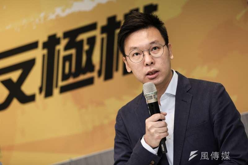 20190926-民進黨副秘書長林飛帆26日與公民團體代表召開「撐港反極權,929台港大遊行 」。(簡必丞攝)