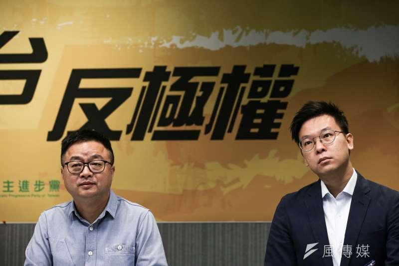 20190926-民進黨秘書長羅文嘉(左)與副秘書長林飛帆(右)26日與公民團體代表召開「撐港反極權,929台港大遊行 」。(簡必丞攝)