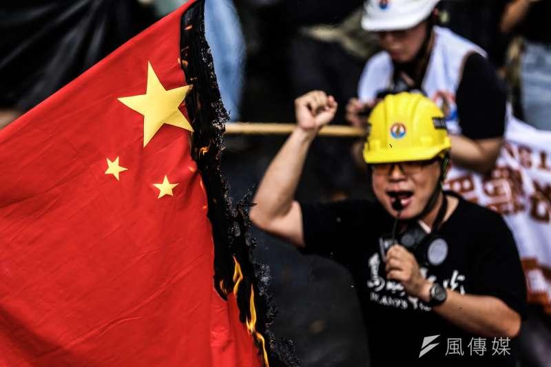 許多公民團體與政黨今29日出席「929台港大遊行:撐港.反極權」。(簡必丞攝)