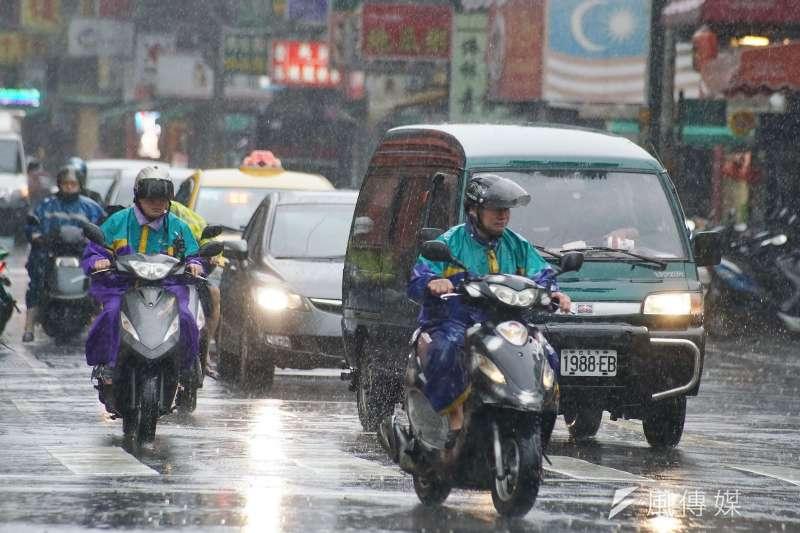 米塔颱風來襲,不過新竹縣與新竹市的颱風假卻罕見地不同調,新竹縣副縣長陳見賢解釋,造成此結果的關鍵是縣市的地勢不同,新竹縣除了靠海還靠山,因此達到了颱風假的標準。(示意圖,盧逸峰攝)