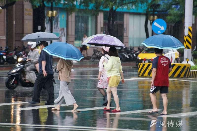 台北市政府18日指出,在2014-2018年間,行人交通事故死亡人數共計156人,65歲以上高齡行人所占比例約為70.5%。示意圖,與新聞個案無關。(資料照,盧逸峰攝)
