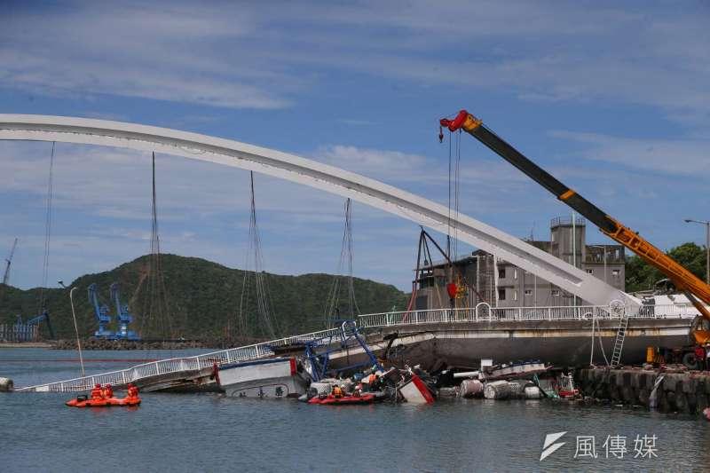宜蘭南方澳跨海大橋1日上午驚傳坍塌,交通部提供的資料指出,該橋完工至今約21年,106、107年時也依據檢測報告,花費新台幣1000萬元修復改善。(顏麟宇攝)