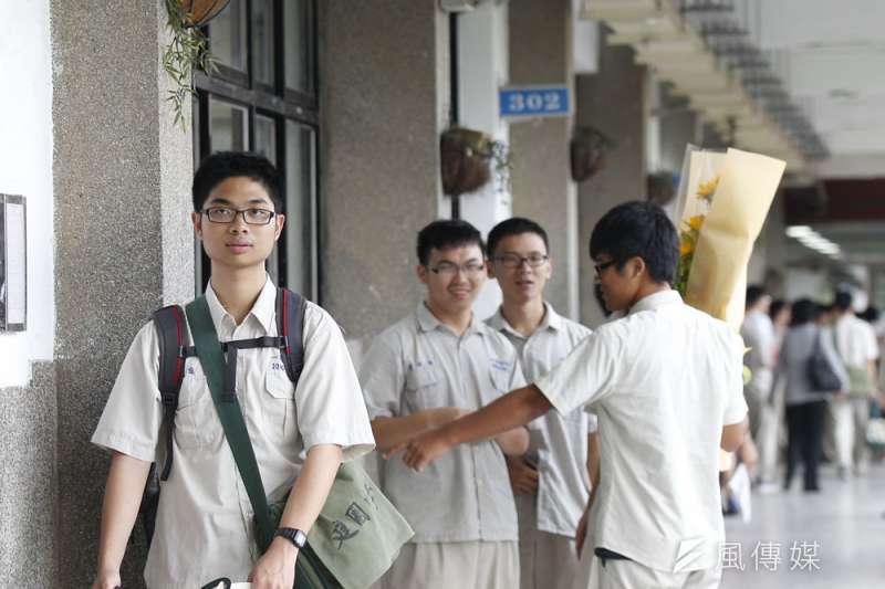 建中等頂尖高中畢業生要出國念大學,選擇不會僅限於中國。(新新聞資料照)