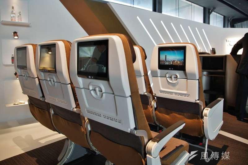 20191002-星宇航空舉行「JX Style制服暨機艙發表會」,經濟艙座位均配備影音娛樂設備。(盧逸峰攝)