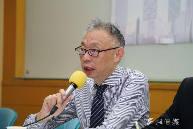 台師大政研所教授范世平(見圖)表示,看到包機任務是由華航和東航輪飛,難免失望。(資料照,盧逸峰攝)
