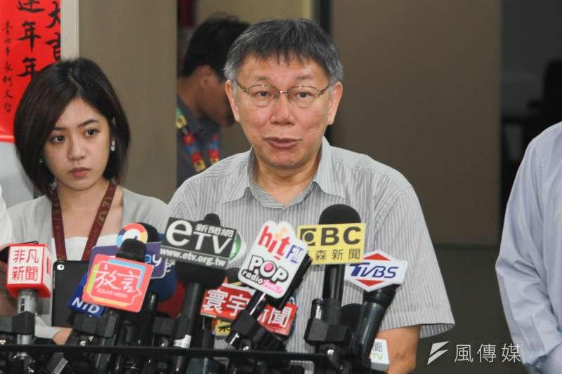 台北市長柯文哲2日上午在市府接受媒體訪問,談及香港示威者遭港警開槍議題。(方炳超攝)