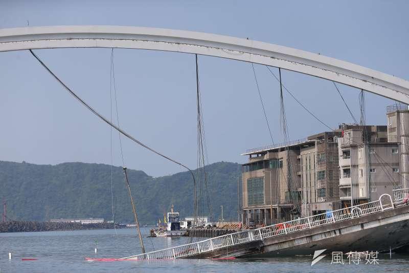 宜蘭南方澳跨港大橋坍塌1日驚傳坍塌,目前評估主因可能和鋼索鏽蝕而斷裂有關,橋樑檢測的疏忽更是疑雲重重。(資料照,顏麟宇攝)