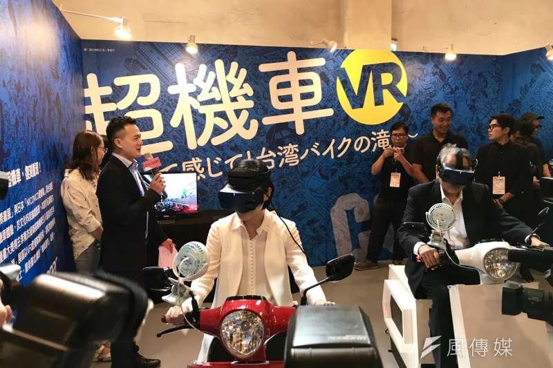 第2屆文化科技論壇即將登場,文化部長鄭麗君3日前往華山文創園區,參觀現場展出VR、AR裝置及互動式影片作品。(吳尚軒攝)