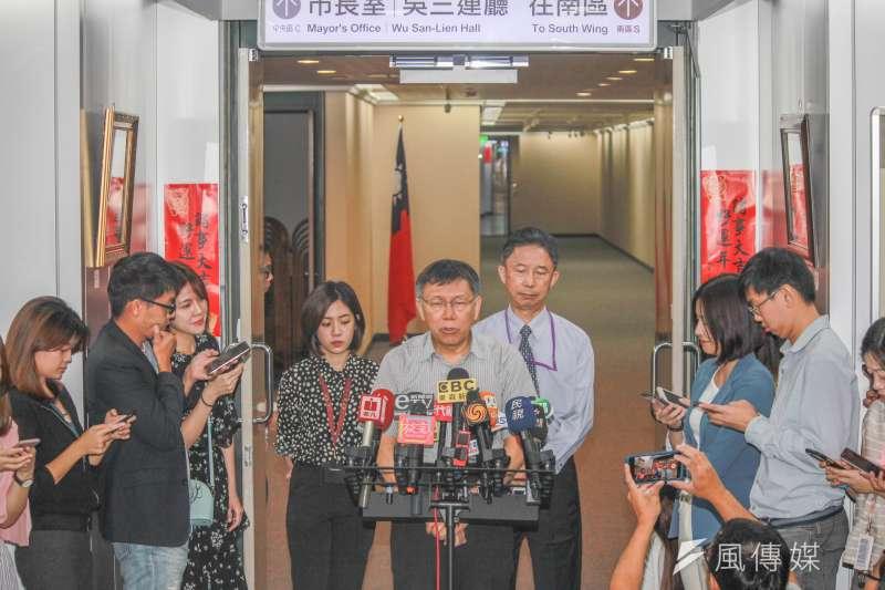 對於香港抗爭者中槍「擦槍走火說」挨批,台北市長柯文哲3日上午受訪時批評是媒體斷章取義,他表達憤怒與譴責。(方炳超攝)