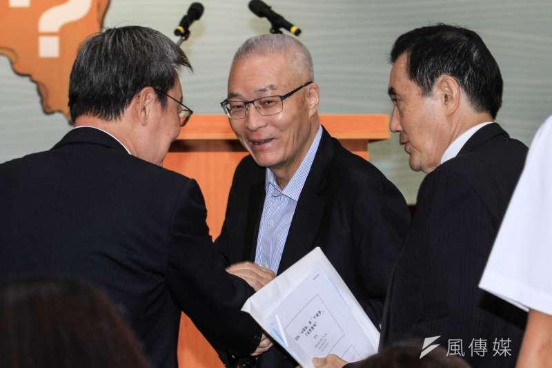20191005-前副總統吳敦義(中)出席馬英九基金會舉辦「台灣的國安問題研討會」。(蔡親傑攝)