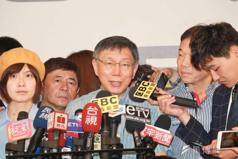 台北市長柯文哲今晚表示,12月悠遊卡電子支付系統上線,未來可用來繳學雜費等。(方炳超攝)